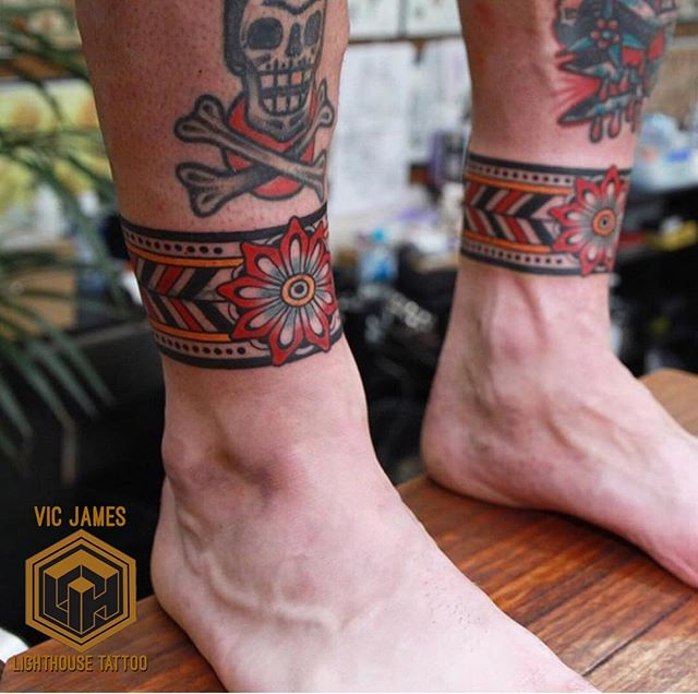 Simple, bold and clean colours on this pair traditional style ankle bands from @vic_james_ FOR BOOKINGS w: lighthousetattoo.com.au : contact@lighthousetattoo.com.au ️: (+61 2) 9316 4565